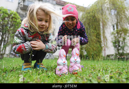 Munich, Germany. 16th Apr, 2017. Leia (l) and Kylie search for the Easter bunny and Easter eggs in a yard in Munich, - Stock Photo