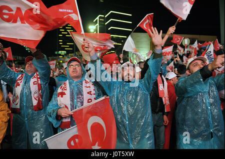 Ankara, Turkey. 16th Apr, 2017. Turkish citizens celebrate the victory of referendum in Ankara, capital of Turkey, - Stock Photo