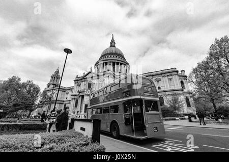 A London heritage routemaster outside St Pauls Cathedral - Stock Photo