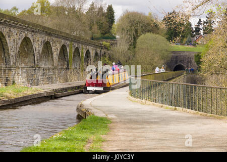 Narrowboat and walkers crossing the aqueduct on the Llangollen canal built in 1801 - Stock Photo