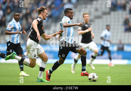 Munich, Germany. 16th Apr, 2017. Munich's Amilton (R) and Sandhausen's Tim Knipping fight for the ball during the - Stock Photo
