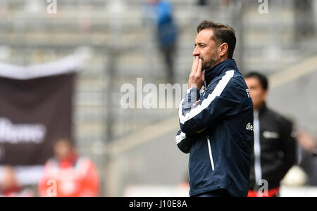 Munich, Germany. 16th Apr, 2017. Munich coach Vitor Pereira reacts to the goal conceded bringing the score to 1:1 - Stock Photo