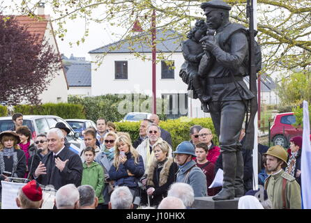 Marne Department, France. 17th Apr, 2017. A ceremony at the statue of a Russian soldier in the village of Courcy - Stock Photo