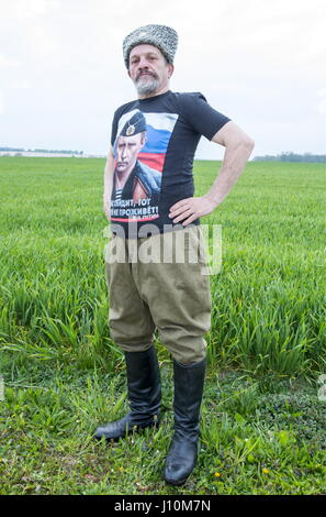 Marne Department, France. 17th Apr, 2017. A man wearing a Cossack hat and a T-shirt with an image of Vladimir Putin - Stock Photo