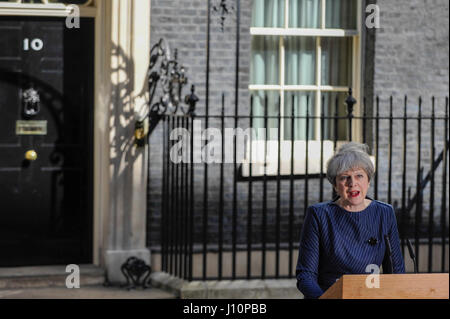 London, UK. 18th Apr, 2017. Theresa May, Prime Minister, gives a speech in Downing Street to announce that a General - Stock Photo
