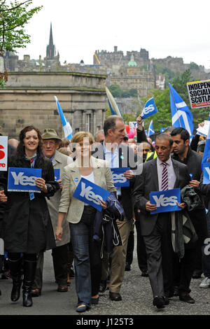 Scotland's Deputy First Minister Nicola Sturgeon (cream jacket) in the vanguard of the independence march, with - Stock Photo