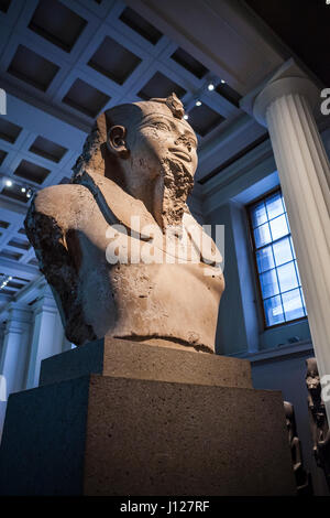 A large ancient Egyptian statue of Amenhotep III, c. 1370 BC in room 4 of British Museum, London, England, 2014. - Stock Photo