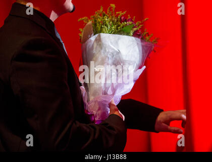 A stage hand holds flowers for the mother of Jaclyn Mariano, surviving daughter of Air Force Master Sgt. Jude C. - Stock Photo