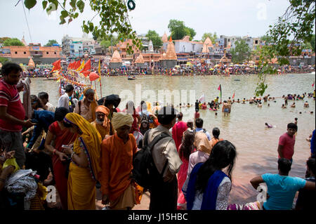 Pilgrims taking holy dip in kshipra river, ujjain, madhya pradesh, india, asia - Stock Photo