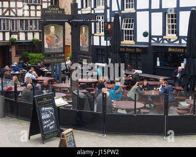 People relaxing with a drink and food outside the Sinclairs Oyster Bar and the Old Welllington Inn, in the centre - Stock Photo