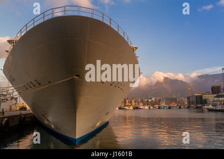 Large Cruise ship moored on the at the dockside at Victoria & Alfred (V&A) Waterfront , with Table Mountain in the - Stock Photo
