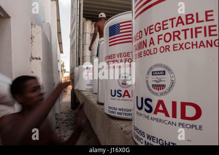 USAID donations of vegetable oil are offloaded at a warehouse in Taolagnaro, southern Madagascar - Stock Photo