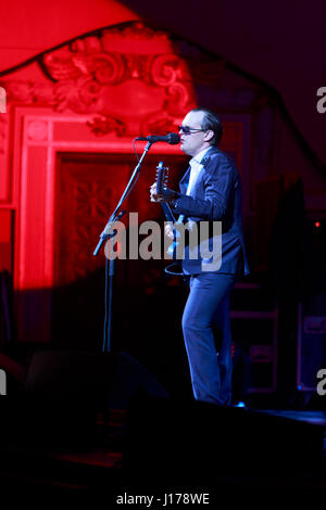 Edinburgh, Scotland, UK. 18th April 2017. Joe Bonamassa performs on stage at Usher Hall theatre. Edinburgh. Pako - Stock Photo