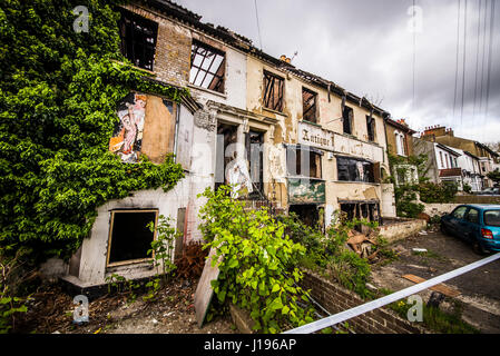 Derelict buildings in Southchurch Avenue after a fire gutted their insides, which is being treated as arson.The - Stock Photo
