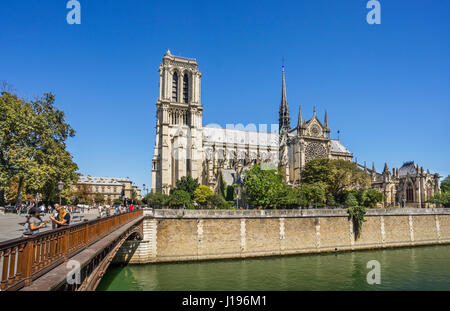 France, Paris, Seine, Ile de la Cité, view of Notre Dame Cathedral and Pont au Double - Stock Photo