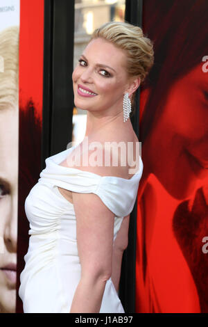 Los Angeles, USA. 18th Apr, 2017. Katherine Heigl at the premiere of 'Unforgettable' at the TCL Chinese Theatre - Stock Photo