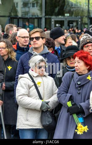 Warsaw, Poland. 19th April, 2017. Thousands of people attend a ceremony in front of the Ghetto Heroes Monument to - Stock Photo
