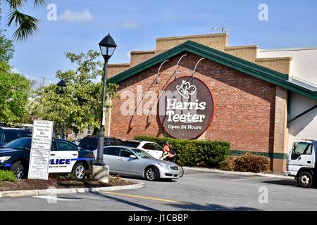 Harris Teeter supermarket - Stock Photo