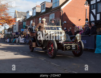 A 1904 De Dion Buton,driven by Mr Kevin Mate,  passes through Crawley High Street, during the 2016 London to Brighton - Stock Photo