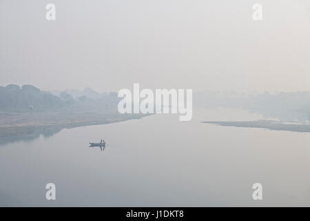 Early morning fishing on the very calm Yamuna river, near Agra, India - Stock Photo