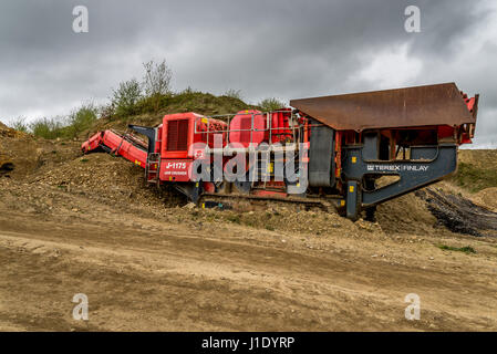 terex finlay j 1175 jaw crusher at a disused quarry in west stock rh alamy com