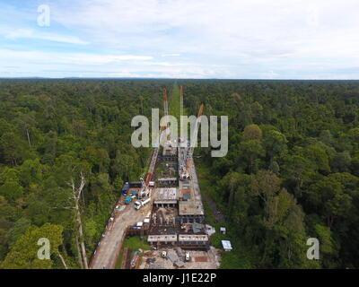 (170420) -- BANDAR SERI BEGAWAN, April 20, 2017 (Xinhua) -- Photo taken on April 18, 2017 shows an aerial view of - Stock Photo