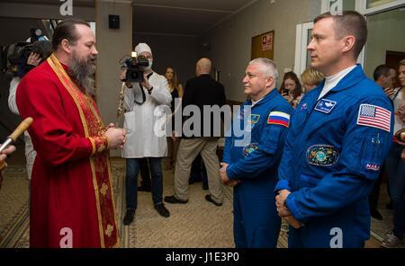 Baikonur, Kazakhstan. 20th Apr, 2017. Russian cosmonaut Fyodor Yurchikhin, center, and crew mate American astronaut - Stock Photo