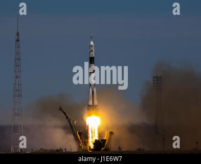 Baikonur Cosmodrome. 20th Apr, 2017. Russia's Soyuz MS-04 spacecraft blasts off from the launch pad at Baikonur - Stock Photo