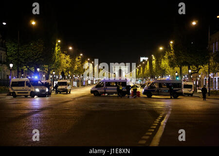 Paris, France. 21st April 2017. The Police nationale has closed off the Champs-Elysees.ii The Champs-Elysées avenue - Stock Photo
