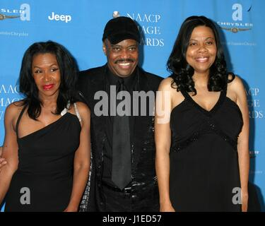 Los Angeles, CA, USA. 20th Apr, 2017. Cuba Gooding Sr and wife, daughter, (at 37th Annual NAACP Image Awards, Los - Stock Photo