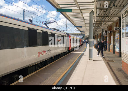 Class 90 Inter City train at Ipswich railway station - Stock Photo