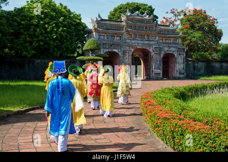 Vietnamese extras in traditional costumes going through West Gate, Chuong Duc, Imperial Palace Hoang Thanh, Forbidden - Stock Photo