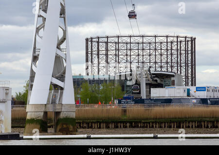 General View GV of the Thames Cable Car known as the Emirates Air Line. The Emirates Air Line is a cable car link - Stock Photo