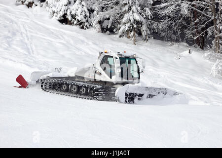 FLACHAU, AUSTRIA - JAN 7, 2012: Snow groomer on a ski piste in the Austrian Alps. These pistes are part of the Ski - Stock Photo