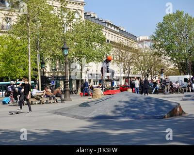 Paris, France, 21 April, 2017. Despite the tragedy on the Champs Élysée last night, and serious terror threat, many - Stock Photo