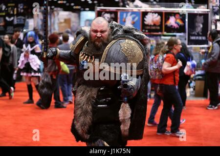 Chicago, USA. 21st Apr, 2017. A cosplayer dressed in costume poses for pictures during the Chicago Comic and Entertainment - Stock Photo