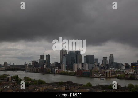 London, UK. 22nd April, 2017. UK Weather: Grey skies and cloud over London and Canary Wharf business park buildings - Stock Photo