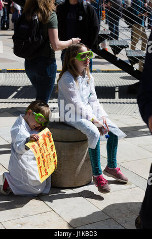 Bristol, UK. 22nd Apr, 2017. Two scientists of the future are tired after the March for Science, Bristol, UK Credit: - Stock Photo