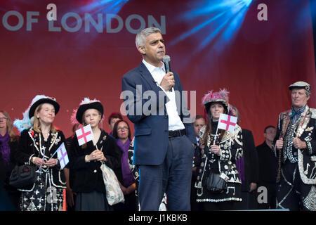 London, UK. 22nd Apr, 2017. Sadiq Khan, Mayor of London attends the annual St George's Day Feast in Trafalgar Square. - Stock Photo