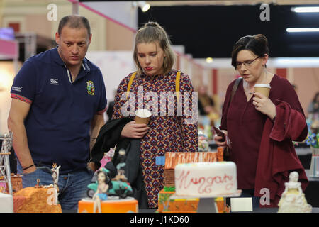 Alexander Palace. London, UK. 22nd Apr, 2017. Visitors at the Cake Show. Cake International 2017, the Cake Decorating - Stock Photo