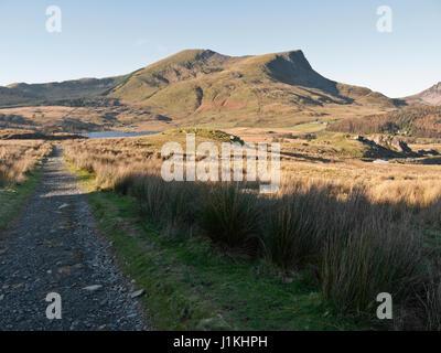 On Snowdon's Rhyd-Ddu path with a view to Y Garn and Mynydd Drws-y-coed on the Nantlle Ridge - Stock Photo