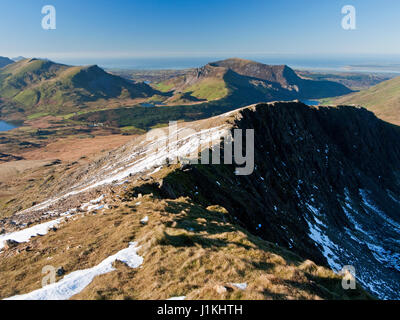 On Snowdon's Rhyd-Ddu path with a view across the cliffs of Llechog to Mynydd Mawr and the hills of the Nantlle - Stock Photo