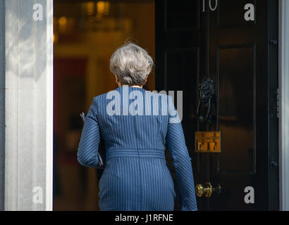 Downing Street, London UK. 18th April, 2017. PM Theresa May enters No 10 after announcings snap general election - Stock Photo