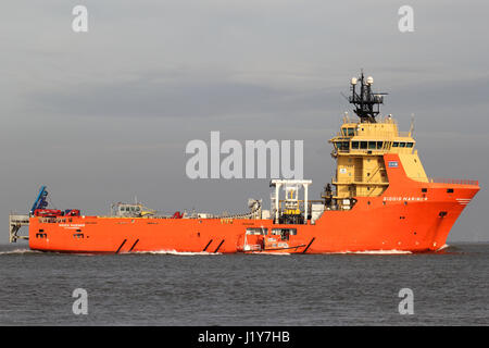 SIDDIS MARINER on the river Elbe. The SIDDIS MARINER is a diesel electric driven supply vessel and pipe carrier, - Stock Photo