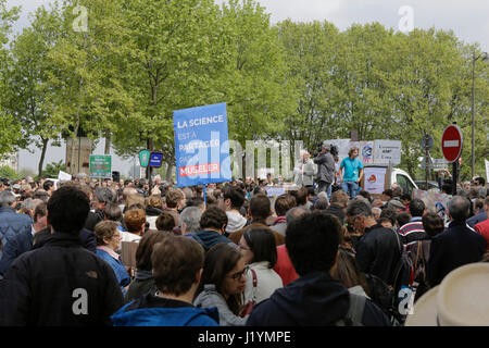 Paris, France. 22nd Apr, 2017. Several hundred activists have assembled for the March for Science. A few hundred - Stock Photo
