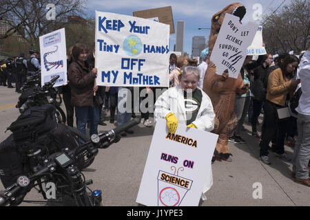 Chicago, Illinois, USA. 22nd Apr, 2017. Over 20 thousand people participared in the March for Science on Earth Day - Stock Photo