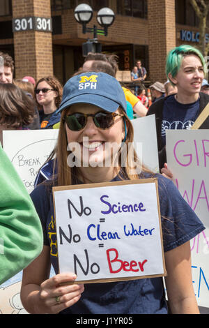 Ann Arbor, Michigan, USA. 22nd Apr, 2017. Thousands gathered at the University of Michigan and marched to the Federal - Stock Photo