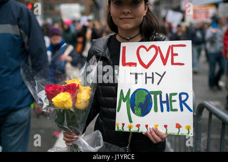 New York, USA. 22nd Apr, 2017. A woman attends the March for Science in Manhattan of New York City, the United States, - Stock Photo