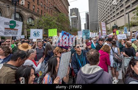 San Francisco, California, USA. 22nd April, 2017. The crowd swells beyond Justin Herman Plaza, where an Earth Day - Stock Photo