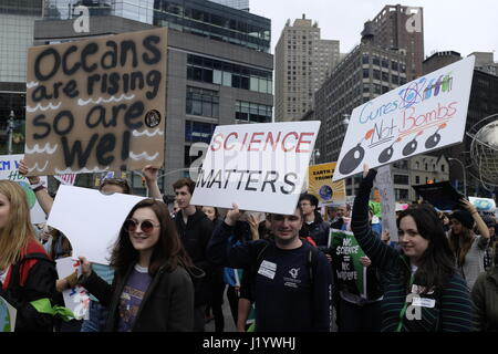 NEW YORK, NY: Thousands of New Yorkers participate in the March for Science to raise awareness of environmental - Stock Photo